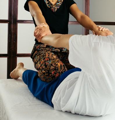 Masaje Tailandés en Kamiraku centro de terapias Orientales