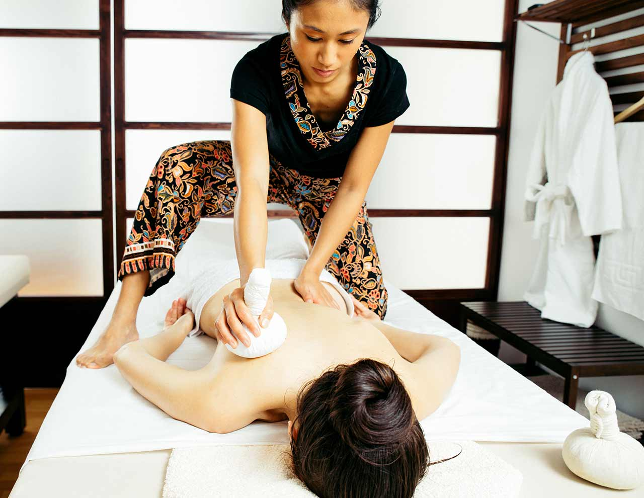 Gokuraku relaxing massage in Oriental massage center in Madrid