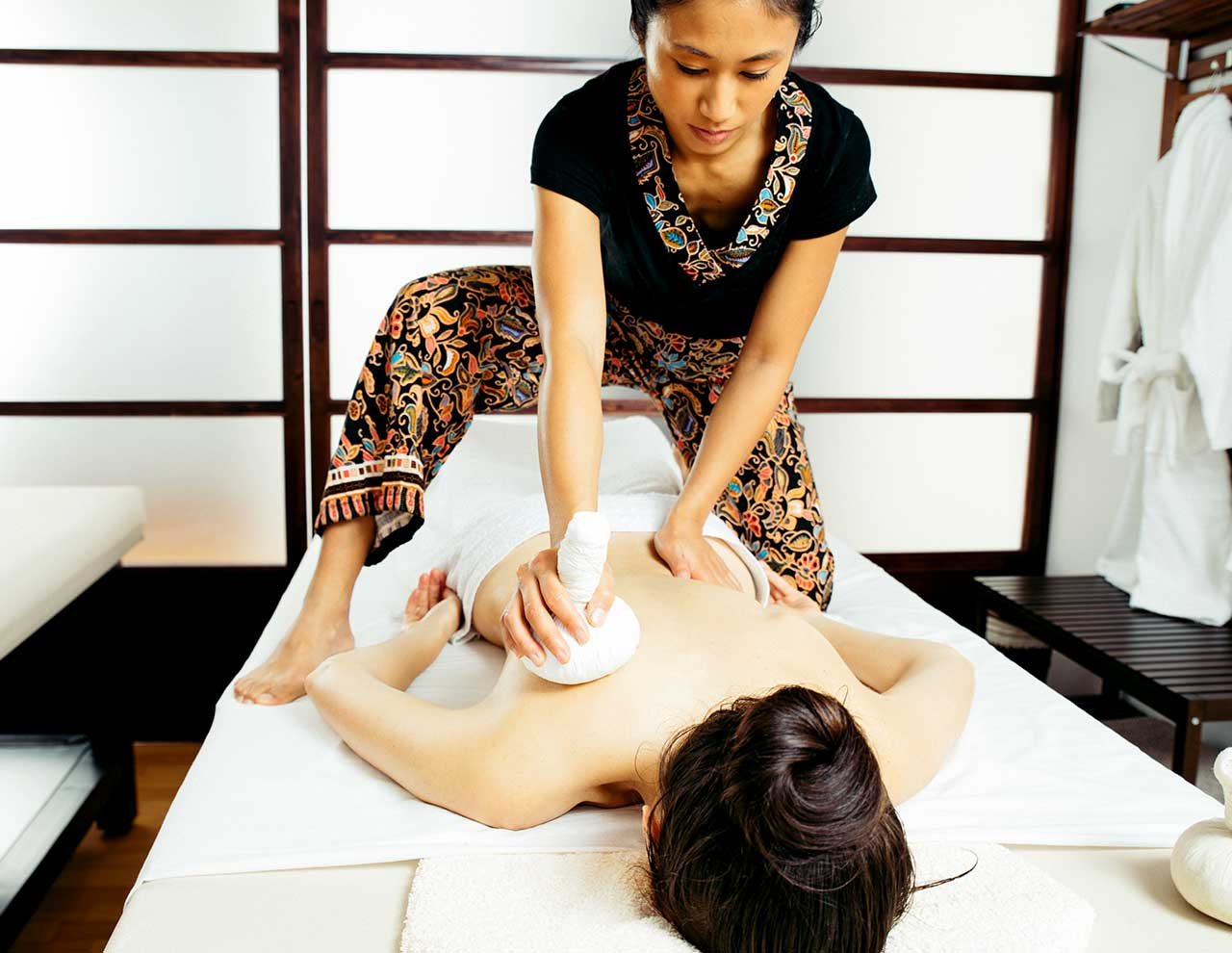 Oriental massage center Kamiraku, Pinda massage with oils