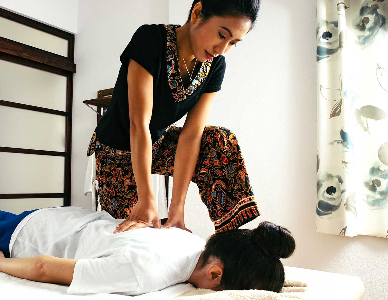 Center of oriental massages in Madrid, professional massage Shiatsu