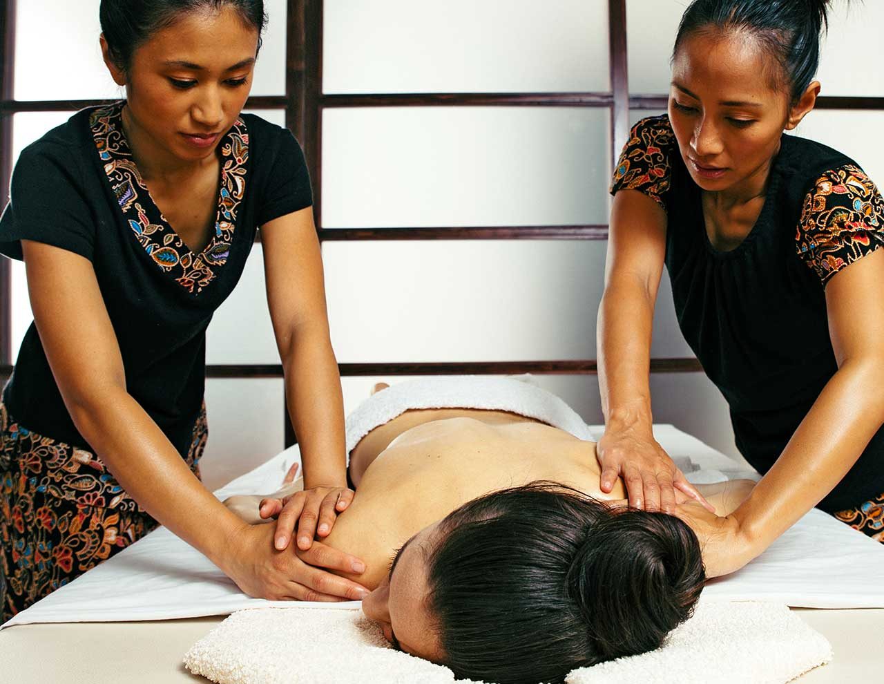 Oriental massage center, four hands massage Ayurveda Abhyanga