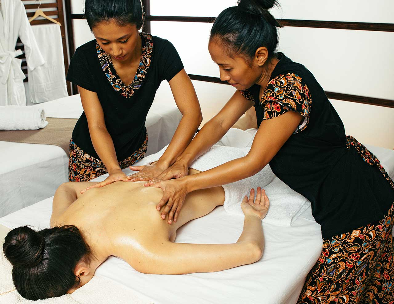 Center of Oriental Massage, four hands Thai massage with oils