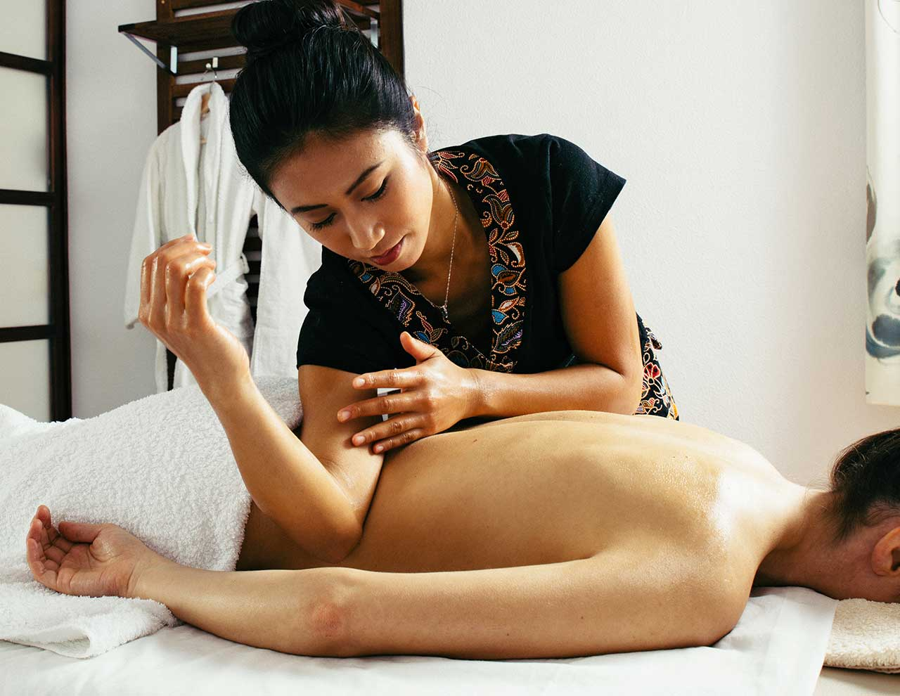 Center of oriental massages in Madrid, Lomi Lomi massage