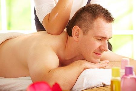 El masaje Lomi Lomi se aplica tradicionalmente con codos y antebrazos.