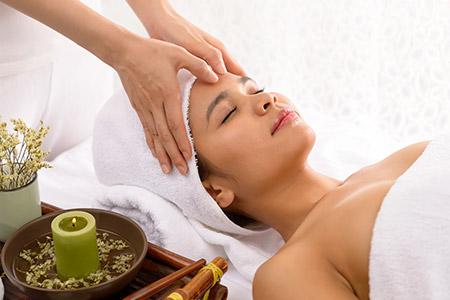 Los masajes orientales para contracturas de espalda que mejor funcionan cuentan con el Shiatsu japonés como opción preferente.