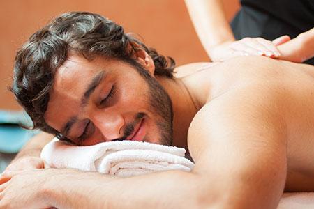 Una experiencia sensorial que ayuda a equilibrar cuerpo y mente: así son los masajes relajantes con terapias orientales que ayudan con el estrés.