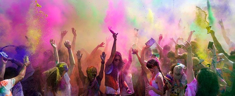 Los mejores planes en Madrid con temática hindú: masajes + comida + Bollywood o festival Holi.