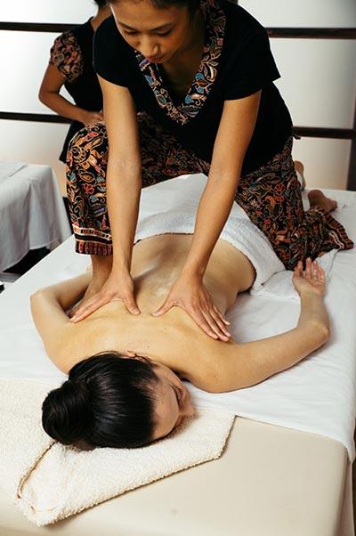 Técnicas de masajes orientales que sirven para prevenir el dolor y aumentar el bienestar personal.