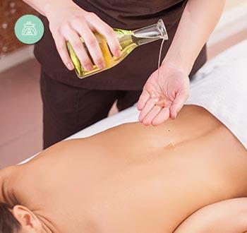 El masaje Ayurveda es una de las bases de la medicina hindú, y una de las más conocidas técnicas de masajes orientailes hoy día.