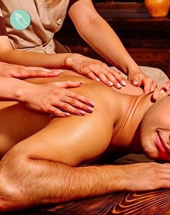 Técnicas de masajes orientales con dos terapeutas a la vez: masaje cuatro manos.
