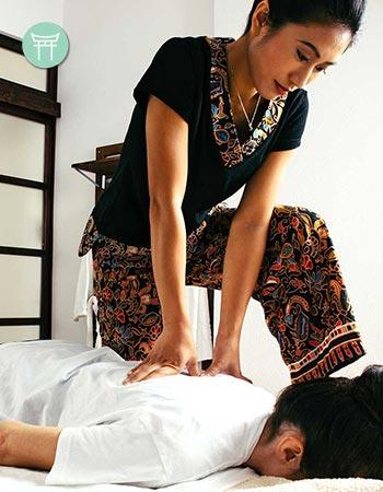 La presión de los dedos es lo que hace del shiatsu una de las técnicas de masajes orientales más singulares.