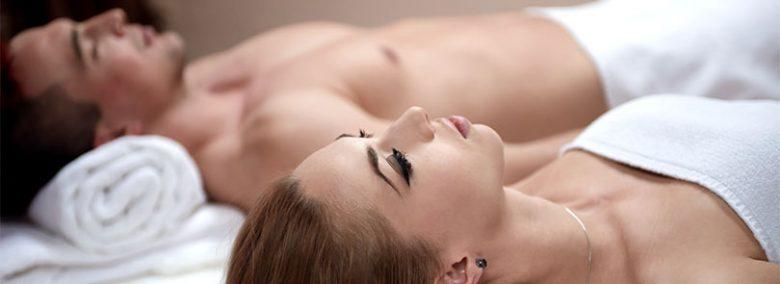 Los masajes en pareja sirve para reconectar entre los dos.