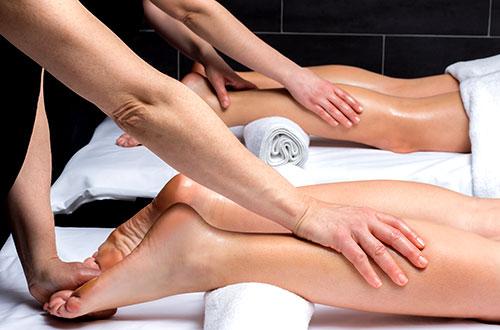 En los masajes en pareja lo ideal es que ambos se apliquen la misma técnica.